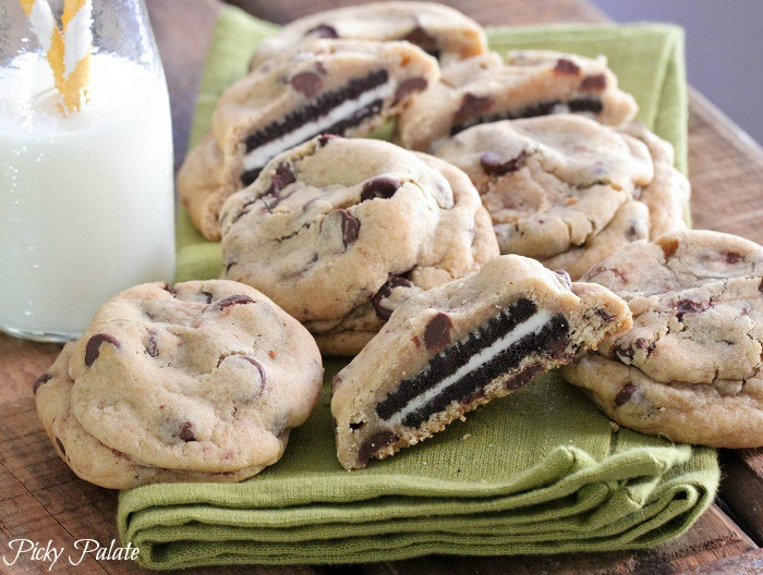 Oreo-Stuffed-Chocolate-Chip-Cookies-4